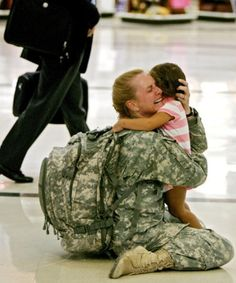 such a moving picture.. article on a Mom ariving back from Iraq!