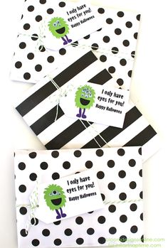 I only have eyes for you free printable on iheartnaptime.com ...perfect for a treat bag on Halloween!
