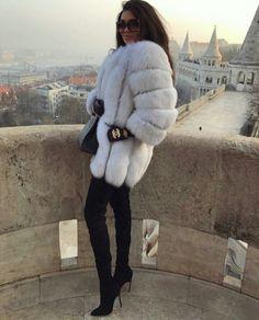 Expensive Women S Fashion Brands Fur Fashion, Look Fashion, Womens Fashion, Fashion Themes, Fashion Outfits, Fashion Brands, Fox Fur Coat, Fur Coats, Fur Coat Outfit