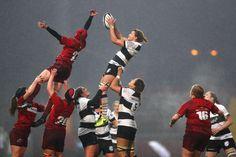 « Le rugby est un langage universel » La deuxième-ligne du XV de France féminin Lenaïg Corson revient sur son expérience avec les premières Barbarians féminines qui sont entrées dans l'histoire avec une première victoire lors de leur tout premier match. - WorldRugby - 14/11/2017 Rugby Feminin, Rugby Girls, Twickenham Stadium, Womens Rugby, 2 June, Free Tips, World Of Sports, Barbarian, Fitspo