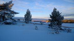 Lots of snow and -20 degrees freeze in Holiday Home Fair worksite, Kalajoki Finland Kylmänä tammikuun päivän Kalajoella, Loma-asuntomessujen messualueella.
