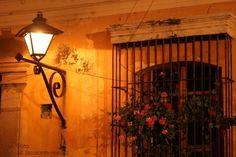 antigua guatemala, faro ventana,