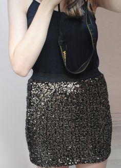 Kup mój przedmiot na #vintedpl http://www.vinted.pl/damska-odziez/spodnice/9816940-zlota-cekinowa-spodniczka-mini-reserved