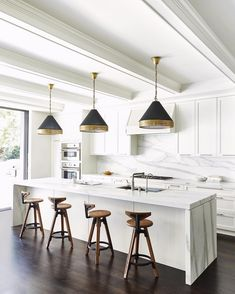 Life would be pretty much complete in a kitchen like this, amiright? More of this stunning house by the amazing designer is up… Kitchen Interior, Kitchen Decor, Kitchen Design, Kitchen Ideas, Home Design, Interior Design, Kitchen Renovation Inspiration, House Ideas, Kitchen Stools