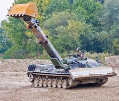 This is an armoured enginnering vehicle that was in the German Army in 2008. A modified version of a small excavator attached to a tank. #German #Germanarmy #excavator #excavadora #tank #military #tracks #rollers #heavyequipment #heo #heavyequipmentoperators #boom #sidearm #arm #bucket #battlefield #modified #field #operator #operators #heavymachinery #machinery #army #soliders