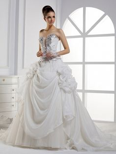2012 Fall Strapless Organza bridal gown with Natural waist- this is the most gorgeous princess ball gown wedding dress I've ever seen! Wedding Dress Train, Cute Wedding Dress, Fall Wedding Dresses, Colored Wedding Dresses, Wedding Gowns, Dream Wedding, Wedding Events, Wedding Garters, Wedding White