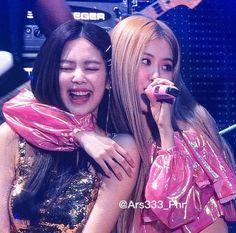South Korean Girls, Korean Girl Groups, Bff, Kim Jisoo, Blackpink Photos, Park Chaeyoung, Jennie Blackpink, I Love You Baby, Kpop Aesthetic