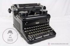 Antigua Máquina de Escribir Royal - Buen Estado General - USA, Años 30 - Medidas 40 x 37 x 25 Cm