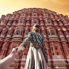 The bold #bracelet with emeralds and gold complements the chic #hathphool impeccably in this photograph taken at the historical Hawamahal in Jaipur.