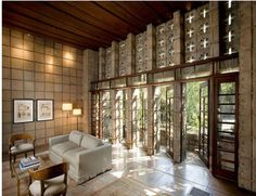 One of Frank Lloyd Wright's most celebrated homes has officially hit the real estate market in Pasadena, California. The Frank Lloyd Wright Millard House, Casas De Frank Lloyd Wright, Frank Lloyd Wright Buildings, Frank Lloyd Wright Homes, Ennis House, Usonian House, Art Deco Stil, Modular Homes, Modular Housing, Maine House