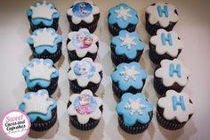 Sweet Cucas and Cupcakes by Rosângela Rolim: Alfajores, Pop cakes e Mini cupcakes Tema Frozen