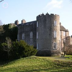 Leixlip castle in County Kildare, Ireland. Built on a rock at the confluence of the River Liffey and the Rye Water, the central part of the castle dates from Castles In Ireland, Somewhere Over, I Want To Travel, Over The Rainbow, Belfast, Dublin, Places To Visit, River, Mansions