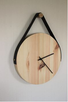 DIY - Wooden Clock with Black Leather Suspension