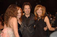 Bonnie Raitt, Bruce Springsteen and Patti Scialfa Her Music, Music Is Life, Bonnie Raitt, E Street Band, Bruce Springsteen, Singers, Boss, Concert, Women