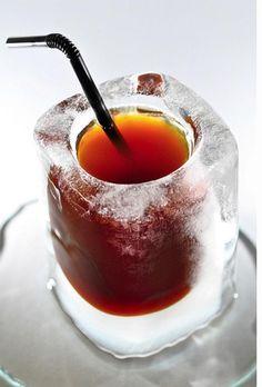 Para un día muy caluroso: café en una copita de hielo.