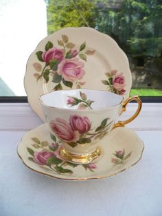 Lovely Vintage Royal Albert China Trio Tea Cup Saucer Plate English Beauty