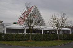 Zonwering of regenwering is in het Nederlandse klimaat een must voor de Horeca. Veldman Zonwering heeft meer dan 100 jaar ervaring op het gebied van het leveren en monteren van Horeca overkappingen en zonweringen. Deze ervaring en de vakkennis van onze monteurs staan borg voor de perfecte oplossing. http://www.veldmanzonwering.nl/horeca-zon-en-regenwering/horeca-terrasoverkappingen/
