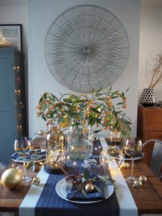 4 ways to style your Christmas dining table with lights - WeLoveHome - Home Christmas Deco, Christmas Lights, Christmas Crafts, Best Interior Design, Modern Interior, Interior Decorating, Light Decorations, Table Decorations, Christmas Dining Table
