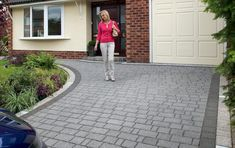 Buy Marshalls Drivesett Argent Priora block paving with SUDS. Stylish granite look concrete driveway blocks. FREE UK delivery 4 packs + from Turnbull Grey Block Paving, Driveway Blocks, Block Paving Driveway, Permeable Driveway, Stone Driveway, Concrete Driveways, Driveway Landscaping, Tarmac Driveways, Landscaping Rocks