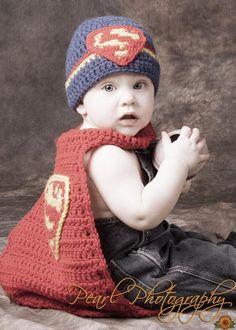 Superman Newborn Costume - via @Craftsy Crochet Bebe, Crochet For Boys, Knit Or Crochet, Cute Crochet, Crochet Crafts, Crochet Projects, Baby Set, Superman Costumes, Crochet Costumes