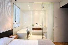 Slaapkamer badkamer combinatie met glazen wand