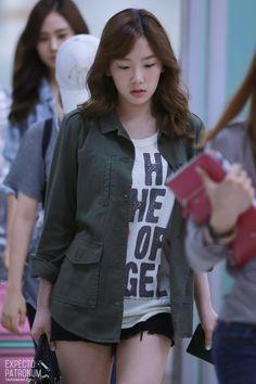 120815 taeyeon's airport fashion Snsd Airport Fashion, Kpop Fashion, Asian Fashion, South Korean Girls, Korean Girl Groups, Airport Style, Girls Generation, Sexy Outfits, Her Style