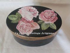 Scatola in cartone ovale cm. 12x6,5x6,5 trattata con acrilico nero e decorata con carta da decoupages soggetto rose rosa e foglia oro