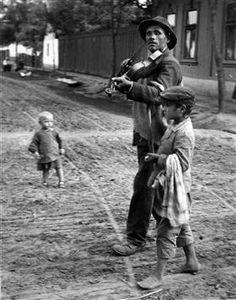The Blind Violinist, Abony, Hungary, 1921 • André Kertész