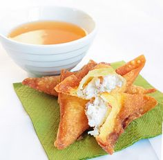 """Better Than Takeout"" Crab Rangoons- 4 cheap ingredients and super easy. I love crab rangoon. 8 oz cream cheese softened 4 oz imitation crab meat 1 medium sized onion, chopped 50 wonton wrappers oil for frying Think Food, I Love Food, Good Food, Yummy Food, Finger Food Appetizers, Appetizer Recipes, Aperitivos Finger Food, Tapas, Seafood Recipes"