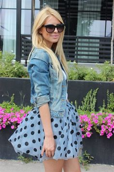Fall street fashion - adorable dots and denim!  27 Street Fashion Fashionably Beautiful