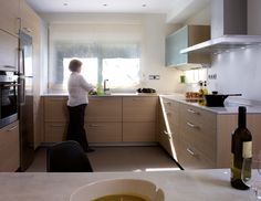 SANTOS kitchen. Movement optimisation. Study of the movements made by the user during the different processes recommend that the storage, washing-up and cooking areas should be joined in a working triangle.