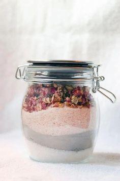 Bath Tea, Milk Bath, Diy Tea Bags, Best Bath, Tea Recipes, Bath Recipes, Bath Salts, Rose Petals, Bath Bombs