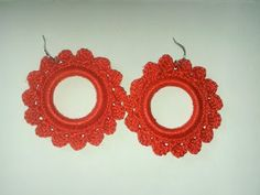 crochet earrings varnished for consistency / pendientes de crochet barnizados para darles mayor consistencia