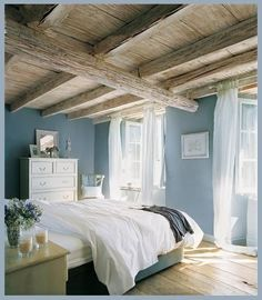 Love that ceiling!