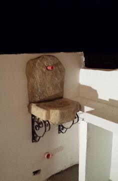 Lavello da giardino in pietra ricostruita, mod. Braies, colore: old stone. Località: Sciacca (Agrigento).