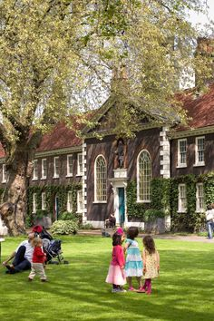 Geffrye Museum = Lovely. And great for kids too. Read all about our favourite green London spaces, here: http://londonliving.at/in-time-for-spring-londons-top-five-alternative-green-spaces/.