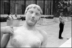 Leonard Freed, France, 1989. © Leonard Freed/Magnum Photos Leonard Freed, The New School, His Travel, Magnum Photos, Working Class, Timeline Photos, Art Director, Documentaries, France