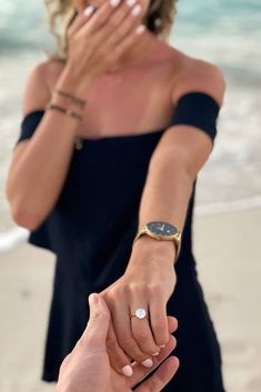 """Wedding engagement pictures - 27 Engagement Photos That Inspire To Say """"Yes"""" – Wedding engagement pictures Engagement Announcement Photos, Funny Engagement Photos, Engagement Shots, Engagement Photo Poses, Engagement Photo Inspiration, Fall Engagement, Engagement Couple, Country Engagement, Announcing Engagement"""