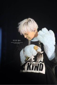 """G-Dragon's """"One of a Kind: The Final in Seoul"""" at Olympic Park Stadium in Seoul, Day 2. hehehe <3"""