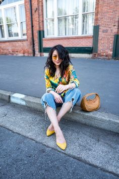 Stepping into the bright side with Rothy's. yellow shoes with tie dye shirt and cut off jeans for a bright trendy spring look Colourful Outfits, Colorful Fashion, Cool Outfits, Casual Outfits, Casual Clothes, Petite Fashion Tips, Petite Outfits, Spring Fashion Outfits, Summer Outfits