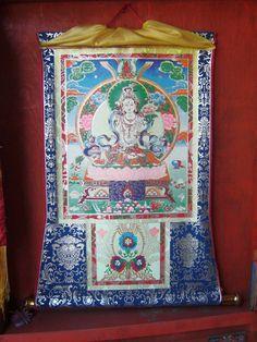 #magiaswiat #podróż #zwiedzanie #sikkim #blog #azja #zabytki #swiatynia #indie #miasto #aszram #ganges #budda #lingdum #gantok #rumtek #klasztor #temple #stupa #gompaEnohey #chorten #instytutnamgya #gompadodrul #klasztor #dharmaczakracenter Budda, Chakra, Indie, Quilts, Blanket, Blog, Quilt Sets, Chakras, Blogging