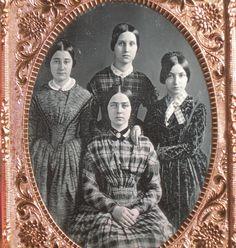 modest necklines for aunts Victorian Pictures, Vintage Pictures, Old Pictures, Old Photos, Historical Costume, Historical Photos, Vintage Ephemera, Vintage Postcards, Victorian Era