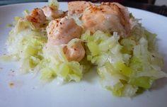 Régime Dukan (recette minceur) : Saumon à la vapeur sur un lit de poireaux #dukan http://www.dukanaute.com/recette-saumon-a-la-vapeur-sur-un-lit-de-poireaux-5273.html