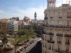 #PisoEnVenta en pleno centro de Valencia, con vistas a la Plaza del Ayuntamiento y la estación de Renfe. Tiene 4 habitaciones con armarios empotrados, 3 baños completos, cocina… sigue la visita virtual http://www.idealista.com/inmueble/30182031/visita-virtual
