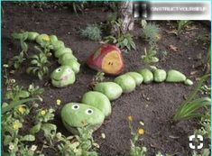 15 Small Handmade Yard Decorations for Creative Garden Design - garden decorations and beautiful yard landscaping accents 55 DIY Garden Ideas that are Certified Eye CatchersIf you looking for yard or outdoor inspirations for spicing up your home, I decide Yard Art, Diy Jardim, Vintage Garden Decor, Diy Vintage, French Vintage, Plantation, Planting Succulents, Planting Onions, Garden Projects