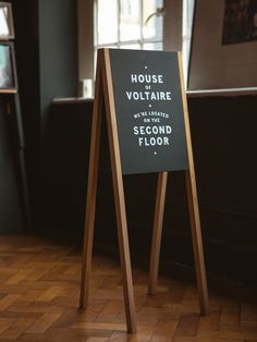 A good idea for signage at a craft fair, if you have the floor space.