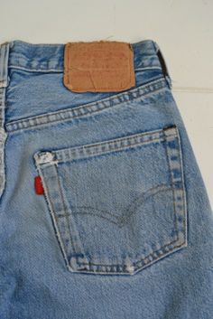 Levi's vintage small e red line selvage usa 524 from Long John blog: http://www.long-john.nl/vintage-levis-jeans-501-shrink-to-fit-from-the-80s/