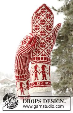 """Handy Elves - Knitted DROPS mittens with Christmas pattern in """"Fabel"""". - Free pattern by DROPS Design Knitted Mittens Pattern, Knit Mittens, Knitted Gloves, Knitting Patterns Free, Free Knitting, Crochet Patterns, Free Pattern, Scarf Patterns, Knit Cowl"""