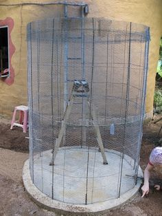 Ferro-cement Water Tanks an Affordable DIY Solution - The Permaculture Research Institute Aquaponics Greenhouse, Diy Greenhouse, Concrete Formwork, Concrete Table, Concrete Garden, Cordwood Homes, Steel Water Tanks, Storing Water, Water Storage Tanks
