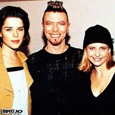 NEVE CAMPBELL, DAVID BOWIE & SARAH MICHELLE GELLAR .....!!!!!  #NEVECAMPBELL   #DAVIDBOWIE   #SARAHMICHELLEGELLAR   #ACTRESS   #ACTRESSES   #SINGER   #SONGWRITER   #ROCKSTAR   #PRODUCER   #REUNION   #AMANKAYFLOWER   #BRUJO   #IMÁGENESMUSICALES
